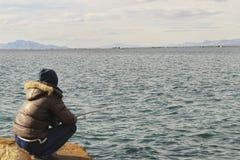 Fiska och koppla av i en solig dag Fotografering för Bildbyråer