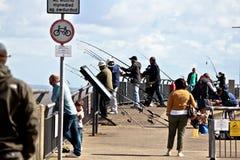 Fiska på den Cardiff fjärden royaltyfri bild
