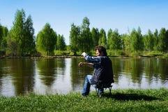 Fiska på den Volga kanalen Fotografering för Bildbyråer