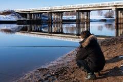 Fiska på den Volga kanalen Royaltyfria Bilder