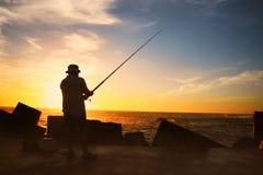 Fiska på solnedgången Arkivbilder