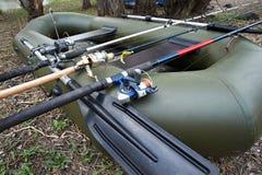 Fiska snurr tre i ett rubber fartyg Fotografering för Bildbyråer