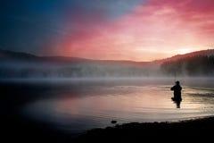 Fiska tidigt i morgonen Royaltyfria Bilder