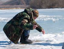 fiska vinter Arkivbild