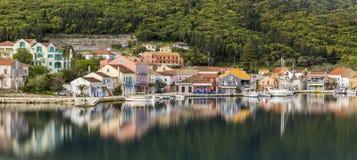 FISKARDO GREKLAND - APRIL 05, 2018: Fiskardo fiskeläge och en gemenskap på den Ionian ön av Kefalonia arkivbilder