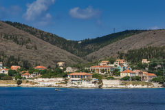 FISKARDO, KEFALONIA, GRIECHENLAND - 25. MAI 2015: Erstaunliches Panorama der Stadt von Fiskardo, Kefalonia, Griechenland Stockbild
