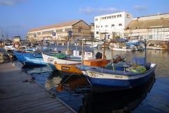 Fiskare fartyg som förtöjer i gammal Jaffa port Arkivfoto