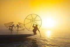 Fiskare i Inle sjösoluppgång Royaltyfria Bilder