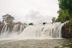 Fiskare i vattenfall Royaltyfria Bilder