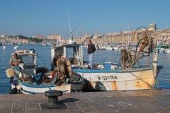 Fiskare i Vieux-port av Marseilles Royaltyfri Bild