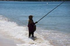 Fiskare med metspöanseende vid havet Fotografering för Bildbyråer
