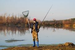 Fiskare med snurrstången Royaltyfria Foton