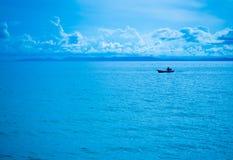 Fiskare och blå himmel Arkivbilder