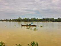 Fiskare och flod Royaltyfri Bild