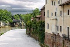 Fiskare på banken av floden Tiber i Rome, Italien Arkivfoton