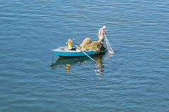 Fiskare på den Suez kanalen i Egypten Arkivfoto
