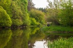 Fiskare på floden royaltyfri bild