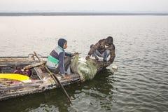 Fiskare på gangesen Royaltyfri Fotografi