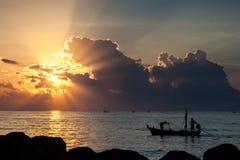 Fiskare på gryning Royaltyfri Fotografi