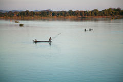 Fiskare på gryning, Mekong River Fotografering för Bildbyråer