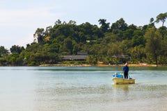 Fiskare på havsblåtten Arkivfoto