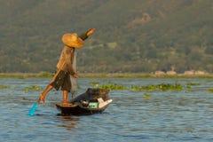 Fiskare på Inle sjön Fotografering för Bildbyråer