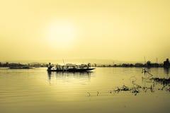 Fiskare på NongLuang sjön i chiangraien, Thailand Arkivfoton