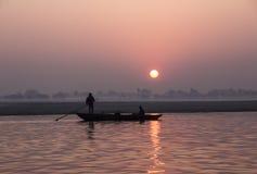 Fiskare på soluppgången Arkivbild