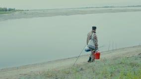 Fiskare på vägen arkivfilmer