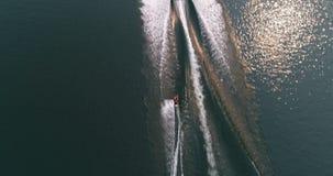 Fiskare som daltar hans hund nära flodstranden 4k arkivfilmer