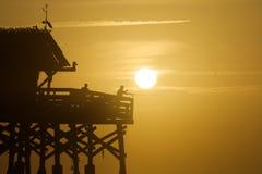 Fiskare som fångar solen fotografering för bildbyråer