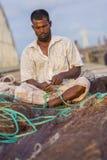 Fiskare som fixar på, förtjänar Chaktai Khal nära av Chittagong port Royaltyfria Foton