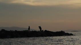 Fiskare vid havet arkivfilmer