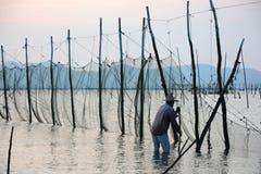 Fiskarearbete på havet Arkivbilder