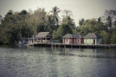 Fiskarehus på trästyltor Arkivfoto