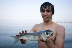fiskaren rymmer multefiskarhavet Fotografering för Bildbyråer