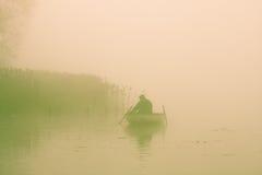 fiskareroddbåt Arkivfoton