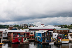 Fiskares hem och skepp för hamnplatsflöte Royaltyfri Bild