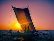 FiskareSeascapesoluppgång som fiskar nautiskt begrepp royaltyfri fotografi