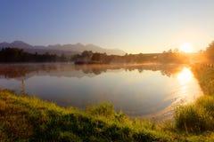 Fiske lake på solnedgången Arkivfoto