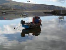 Fiske och segelbåtar Arkivbilder
