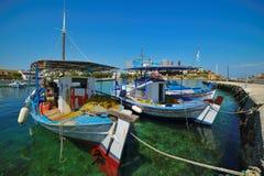 Fiskebåt i den grekiska ön Royaltyfria Foton