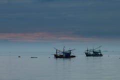 Fiskebåt i det Andaman havet Thailand Arkivbilder