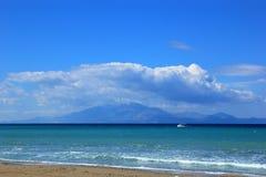 Fiskebåt i det Ionian havet i Grekland Royaltyfri Fotografi