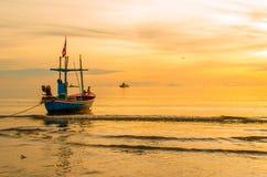 Fiskebåt i havet Royaltyfri Foto