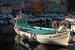 Fiskebåt i Vallon des Auffes Arkivbild
