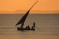 Fiskebåt - Inhassoro - Mocambique Arkivfoto