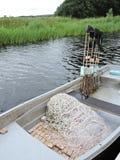 Fiskebåt med netto Royaltyfria Bilder