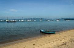 Fiskebåt och yachter Arkivbilder