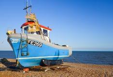 Fiskebåt på stranden Fotografering för Bildbyråer